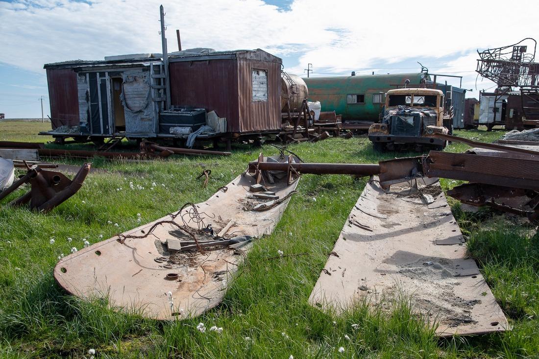 НаХарасавэе волонтёры проекта «Чистая Арктика» убрали промышленные ибытовые отходы, оставшиеся совремён первых геологоразведочных экспедиций