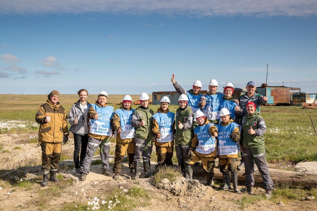 В составе добровольческой экспедиции наХарасавэй люди разных профессий истуденты