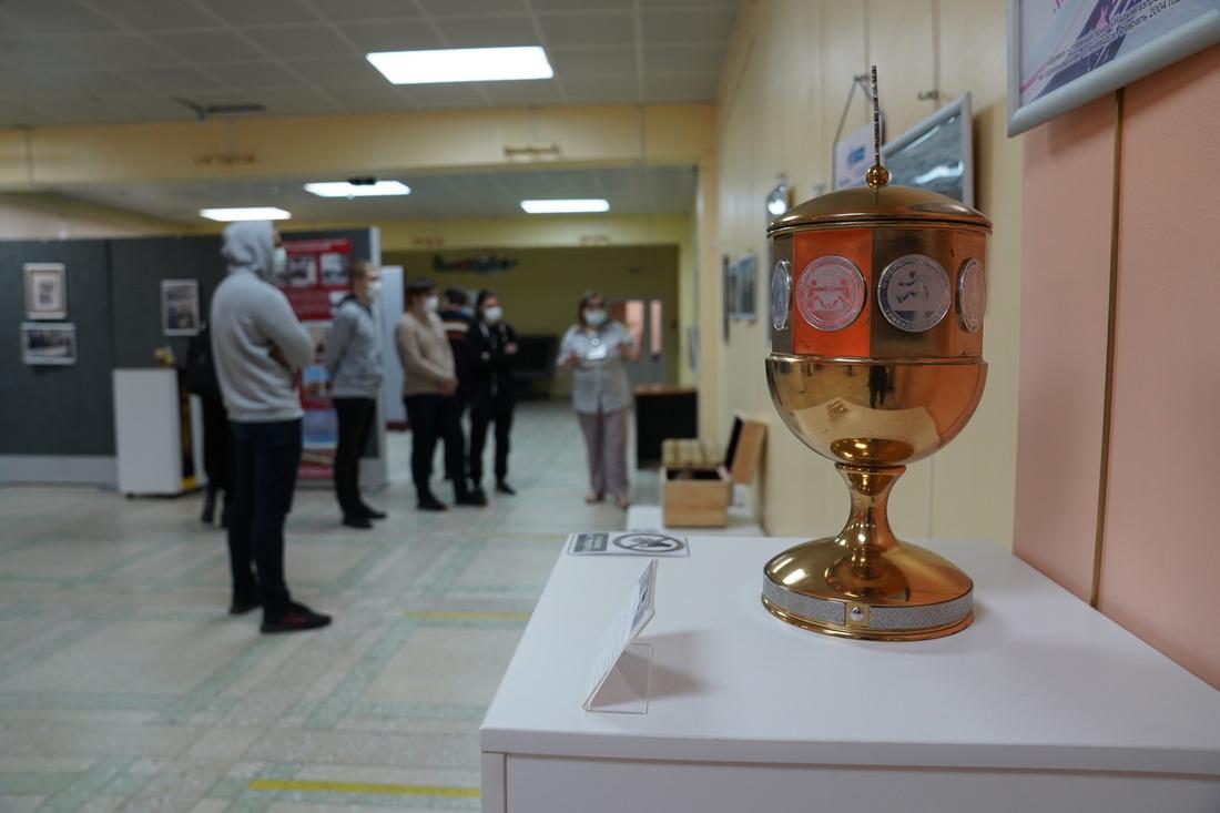 Кубок, изготовленный кпервым соревнованиям оленеводов, которые были инициированы «Газпром добыча Надым» истали ежегодным мероприятием вгороде Надыме